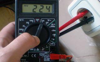 Как проверить ток в розетке мультиметром – советы электрика