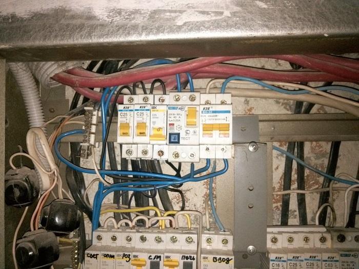 Выбило автомат и не включается причины - советы электрика